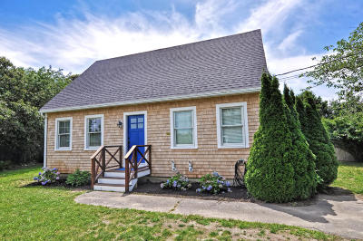 Chatham Single Family Home For Sale: 93 Elkanah Street