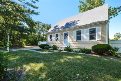 Mashpee Single Family Home For Sale: 709 Old Barnstable Road