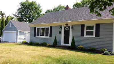 Single Family Home For Sale: 28 Crosby Circle