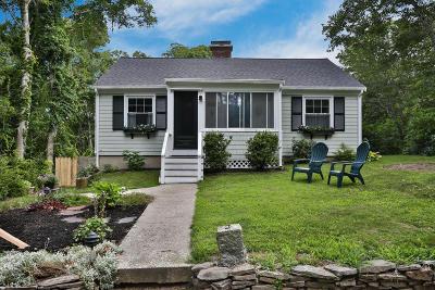 Mashpee Single Family Home Active W/Contingency: 127 Ninigret Avenue