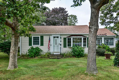 Yarmouth Single Family Home Active W/Contingency: 55 Pawkannawkut Drive