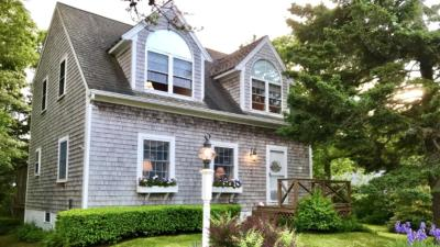 Mashpee Single Family Home For Sale: 11 Pine Avenue