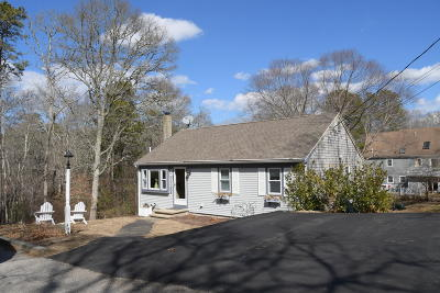 Mashpee Single Family Home For Sale: 35 Mohican Avenue