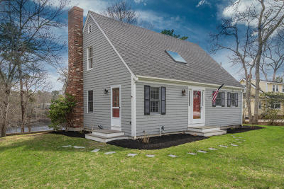 Barnstable Single Family Home For Sale: 142 Pond Street