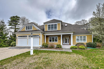 Mashpee Single Family Home For Sale: 44 Bayshore Drive