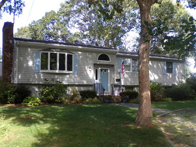 Yarmouth Single Family Home For Sale: 8 Crescent Court