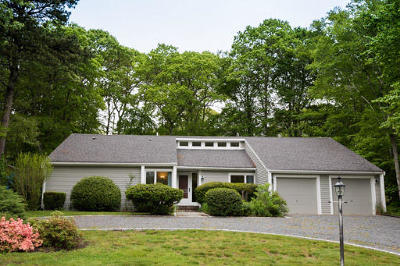 Mashpee Single Family Home For Sale: 36 Redwood Circle