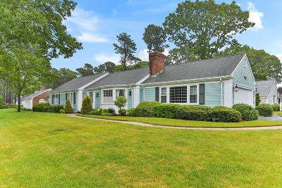 Yarmouth Single Family Home For Sale: 15 Par 3 Drive