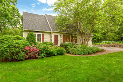 Single Family Home For Sale: 6 Rolling Oaks Drive