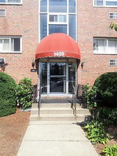 Condo/Townhouse Under Agreement: 1409 River St #25