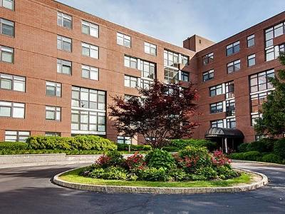 Condo/Townhouse For Sale: 79 Florence St #600S
