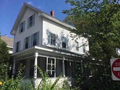 Woburn Single Family Home Under Agreement: 32 Franklin St