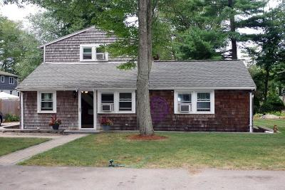 Holbrook Single Family Home For Sale: 18 Edgewood Rd