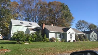Kingston Single Family Home For Sale: 2 Cottage St
