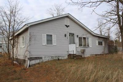 Taunton Single Family Home For Sale: 98 Rhode Island Rd