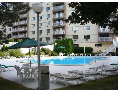 Watertown Condo/Townhouse For Sale: 151 Coolidge Ave #408