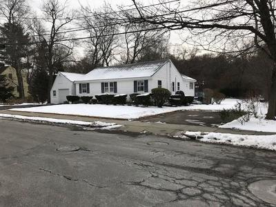 Newton Single Family Home For Sale: 40 Heatherland Rd