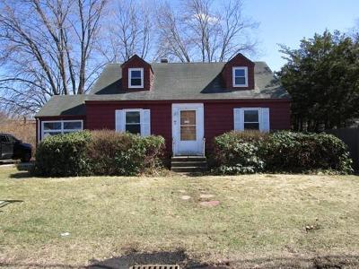 Woburn Single Family Home Under Agreement: 46 Webster St