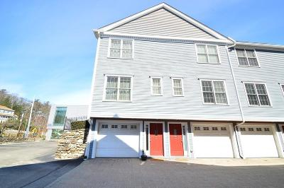 Wakefield Condo/Townhouse Contingent: 894 Main St #2