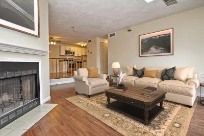 Boston MA Condo/Townhouse Under Agreement: $389,000