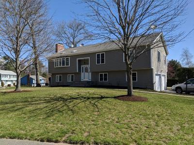 Stoughton Single Family Home For Sale: 136 Bramblebush Rd