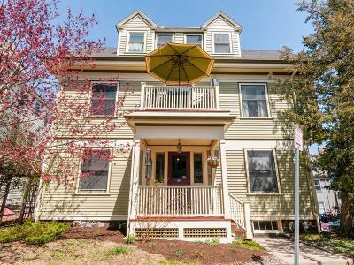 Condo/Townhouse Under Agreement: 44 Cranston St #2