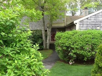 MA-Barnstable County Condo/Townhouse For Sale: 220 Southwest Meadow #220