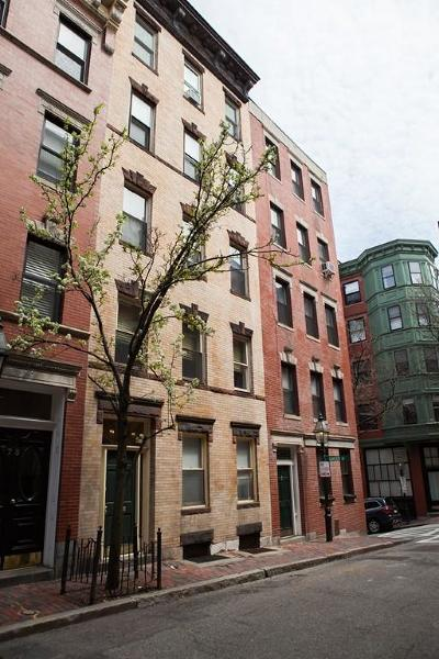 Condo/Townhouse Under Agreement: 71 Myrtle St #201