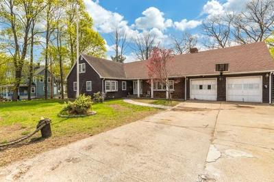 Wakefield Single Family Home For Sale: 21 Evergreen Street