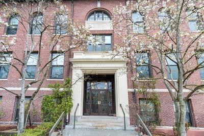Condo/Townhouse Under Agreement: 185 Morrison Ave #302