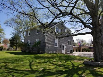 Bellingham Single Family Home For Sale: 100 Pulaski Blvd