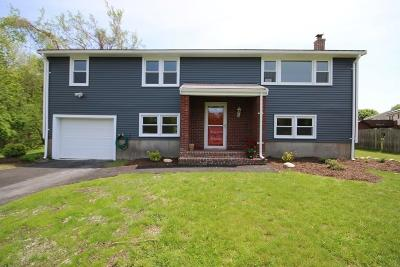 Holbrook Single Family Home For Sale: 31 Forest Road