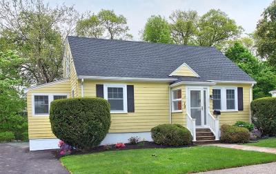 Dedham Single Family Home For Sale: 10 Nancy Rd