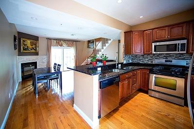 Braintree Condo/Townhouse For Sale: 11 Brookside Rd #8