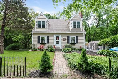 Marshfield Single Family Home For Sale: 61 Acorn Street