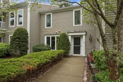 Duxbury Condo/Townhouse Contingent: 39 Bay Farm Road #39