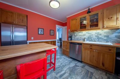 Condo/Townhouse Under Agreement: 8 Hall St #1