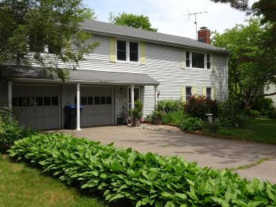 Natick MA Single Family Home For Sale: $649,000