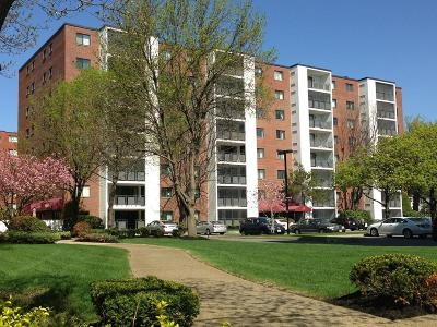 Medford Condo/Townhouse Under Agreement: 28 Ninth St #106