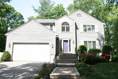 Lynnfield MA Single Family Home Under Agreement: $744,000