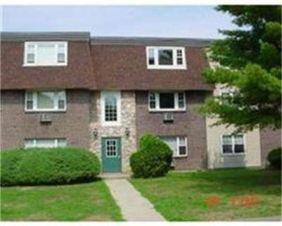 Bridgewater Condo/Townhouse Under Agreement: 180 Main Street #E105