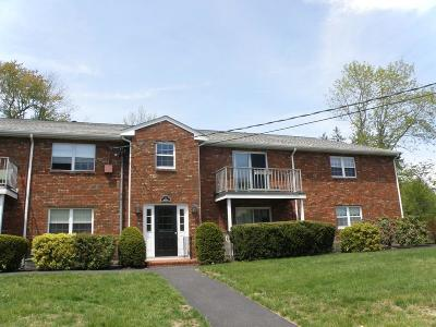 Abington Condo/Townhouse Under Agreement: 4 Kingswood Drive #3