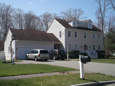 Abington Single Family Home For Sale: 68 Crabtree Ln