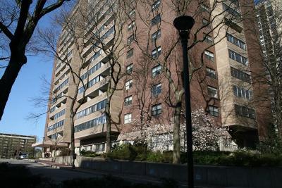 Rental Under Agreement: 2 Hawthorne Place #7L