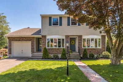 Melrose Single Family Home Under Agreement: 33 Old Brook Cir