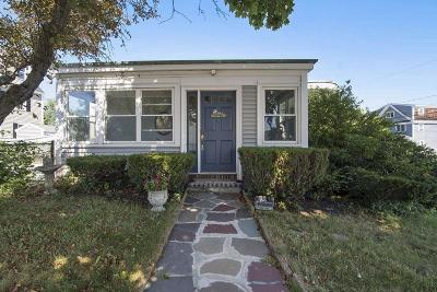 Hull Single Family Home For Sale: 94 Edgewater Rd