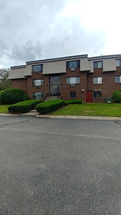 Burlington Condo/Townhouse Under Agreement: 3 Hallmark Gardens #5