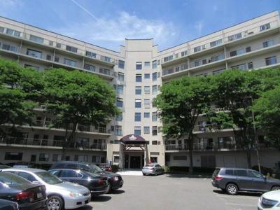 Quincy Condo/Townhouse Contingent: 133 Commander Shea Blvd. #303