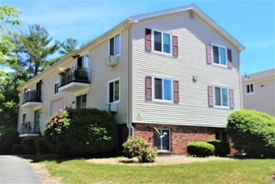Marshfield Condo/Townhouse For Sale: 6 Royal Dane Drive #27