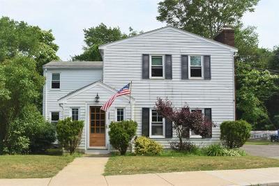 Wakefield Single Family Home For Sale: 240 Salem Street